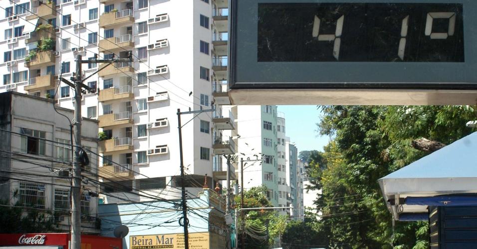 30.jan.2014 - Termômetro registra 41ºC na zona sul do Rio na tarde desta quinta-feira (30). Segundo a previsão do tempo, o forte calor continua em todo o país pelo menos até a primeira semana de fevereiro