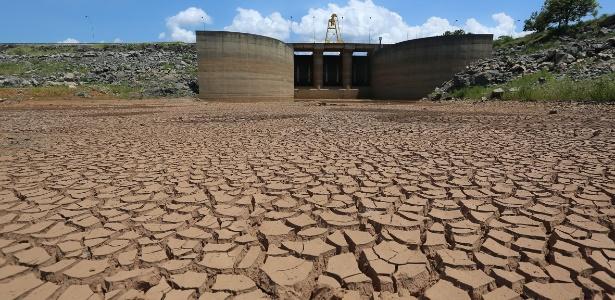 Represa Jaguari, que integra o sistema da Cantareira, principal fornecedor de água de São Paulo, registra baixos níveis de armazenamento de água