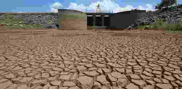 Represa Jaguari, que integra o sistema da Cantareira, principal fornecedor de água de São Paulo, registra baixos níveis de armazenamento de água - Rahel Patrasso/Xinhua - 31.jan.2014