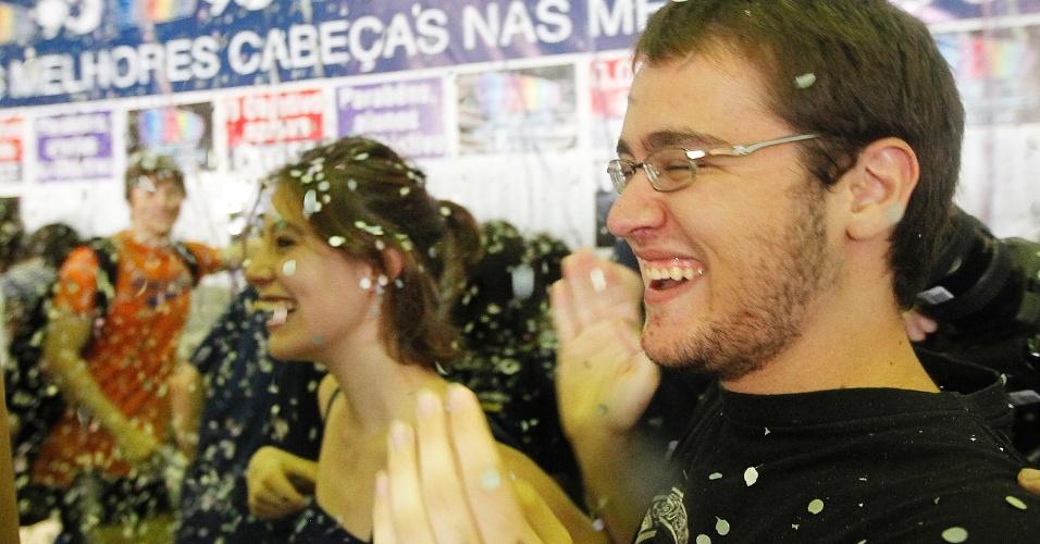 Calouros comemoram aprovação no vestibular 2014 da Fuvest, que seleciona alunos para a USP (Universidade de São Paulo) e para a Faculdade de Medicina da Santa Casa de São Paulo. A matrícula online deve ser feita a partir da meia-noite de terça-feira (4) até as 23h59 da quarta (5)