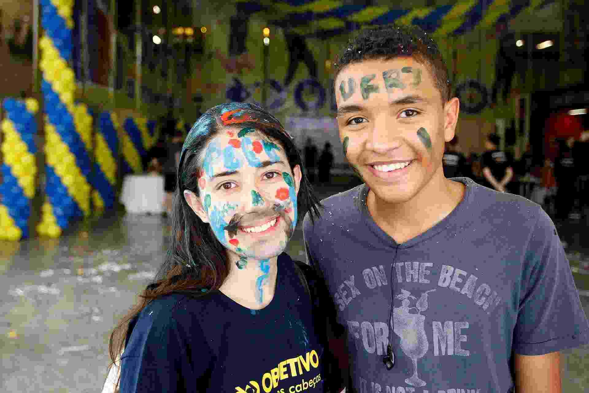 Alice e o amigo Gustavo comemoram a aprovação no vestibular: ela na USP e ele na UFRJ - Reinaldo Canato/UOL