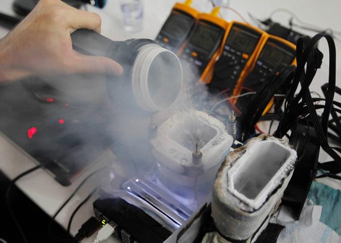 A equipe Team Corsair bateu na Campus Party 2014 dois recordes de overclocking - técnica que consiste em trabalhar com componentes eletrônicos em frequências acima daquelas determinadas pelos fabricantes. Os recordistas usaram um computador avaliado em R$ 10 mil, além de nitrogênio líquido e maçarico para manter a temperatura adequada