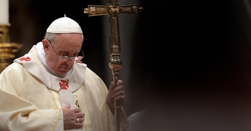 2.fev.2014 - O papa Francisco celebra missa na Basílica de São Pedro, no Vaticano