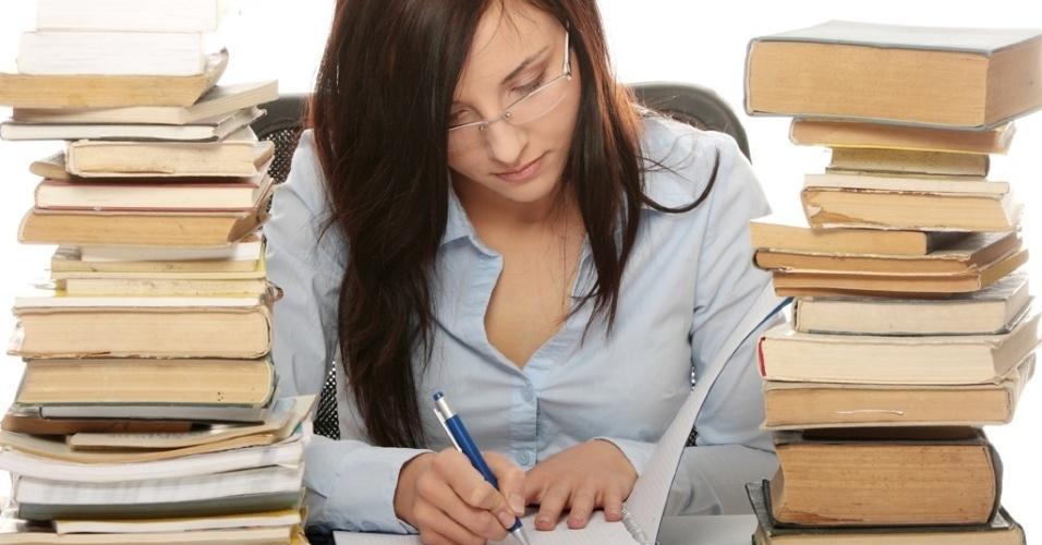 mídia indoor, educação, concurso, estudo, estudar, vestibular, estudante, livro, faculdade, universidade, escola, ensino, instrução, conhecimento, aprendizagem, biblioteca, aprender, leitura, colégio