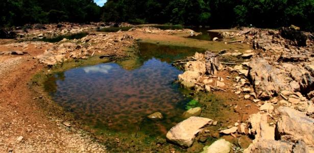 O rio Atibaia, na região de Campinas, interior de São Paulo, está com nível de água reduzido, devido à falta de chuvas no Estado - Denny Cesare/Futurapress/Estadão Conteúdo