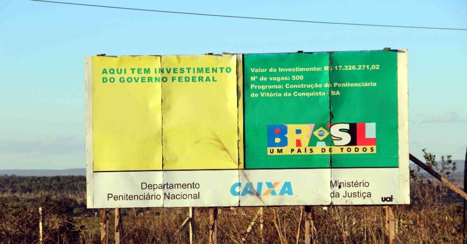 5.fev.2014 - Obra do presídio de Vitória da Conquista (BA) está parada há quatro anos