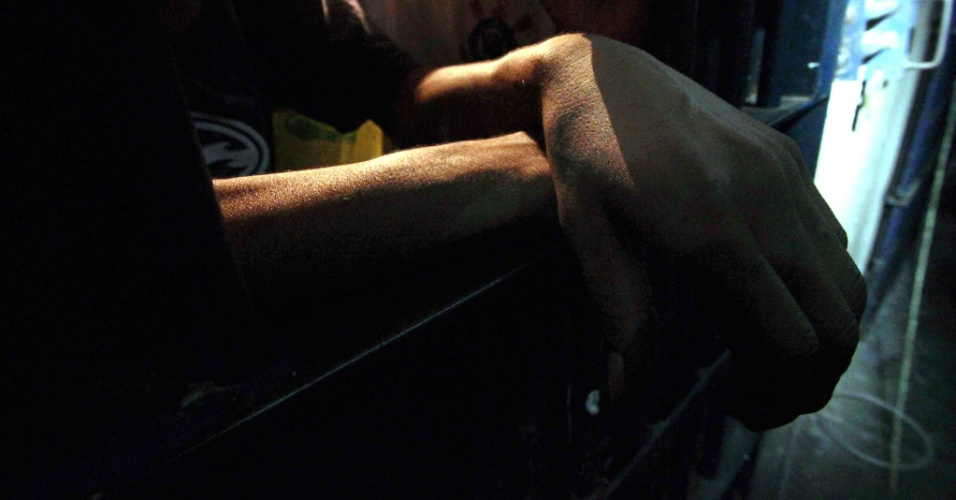 5.fev.2014 - Presos são submetidos a condições precárias em centro de detenção em Vitória da Conquista (BA), que foi interditado pela Justiça desde o dia 15 de janeiro de 2014, por estado de precariedade e insalubridade