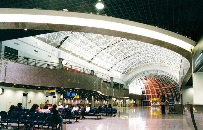 Na oitava posição, ficou o Aeroporto Internacional de Fortaleza, com 3,88. O aeroporto cearense foi o mais bem avaliado do país em quatro quesitos. Entre eles, os de facilidade de caminho no aeroporto e de acesso à internet/wi-fi. No entanto, obteve a pior nota em dois itens: sensação de proteção e segurança e tempo de fila na inspeção de segurança