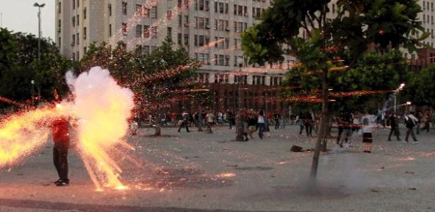 No dia 6 de fevereiro de 2014, o cinegrafista da Band foi ferido por explosivo na cabeça, durante ato na Central do Brasil, no centro do Rio