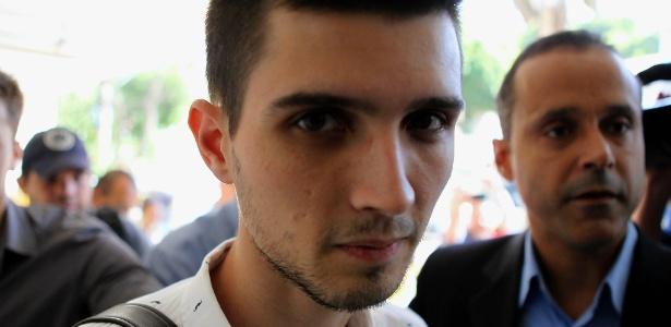 """Fábio Raposo, 22, foi preso neste domingo (9). Ele disse conhecer """"de vista"""" o homem que acendeu o rojão - Carlos Moraes/Agência O Dia/Estadão Conteúdo"""