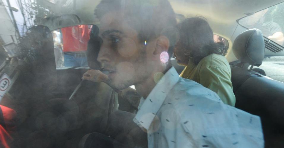 """9.fev.2014 - A Polícia Civil do Rio de Janeiro prendeu neste domingo (9) o estudante universitário e tatuador Fábio Raposo, indiciado como coautor da explosão que feriu o cinegrafista da """"Band"""" Santiago Ilídio Andrade, na quinta-feira (6), em manifestação realizada no centro da capital fluminense"""