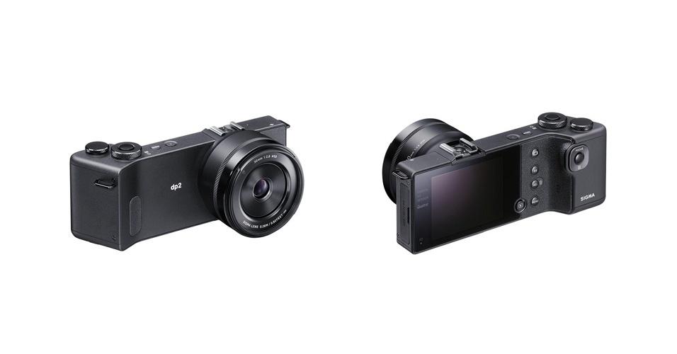 11.fev.2014 - A câmera Sigma DP2 Quatro leva a sério o conceito de ''compacta'' com um design mais fino que concorrentes, além de uma alça anatômica para que o fotógrafo possa segurá-la firmemente. A novidade também traz o sensor Foveon X3 Quattro com três camadas para cores diferentes de luzes (vermelha, verde e azul) e 20 megapixels. Com isso, ela capta as informações de cores de forma similar às dos filmes coloridos. A lente do modelo DP2 tem 45 mm e a tela LCD tem 3 polegadas. O preço e disponibilidade ainda não foram anunciados