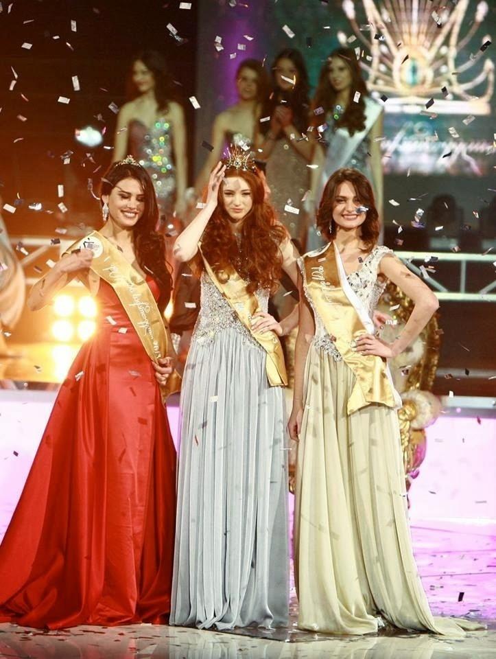 11.fev.2014 - Ana Zubashvili (centro), 20, foi recentemente coroada Miss Geórgia 2014. Ela tem 1,77m e representará seu país no Miss Mundo 2014, em Londres. A segunda colocada foi Elena Gamkrelidze (esquerda), ao que tudo indica, ela vai representar seu país no Miss Universo 2014. A terceira colocada foi Tika Jabanashvili (direita)