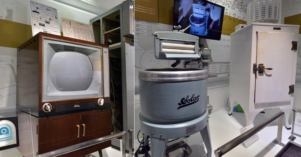 11.fev.2014 - Reaberto no final de janeiro, em Kawasaki (Japão), o Museu de Ciência da Toshiba apresenta eletrônicos antigos produzidos pela companhia japonesa (a Toshiba foi fundada em 1939, com o nome Tokyo Shibaura Electric). À esquerda, a primeira TV colorida do Japão. Também estão expostas a primeira máquina elétrica de lavar (centro) e refrigerador elétrico (dir.) vendidos no Japão