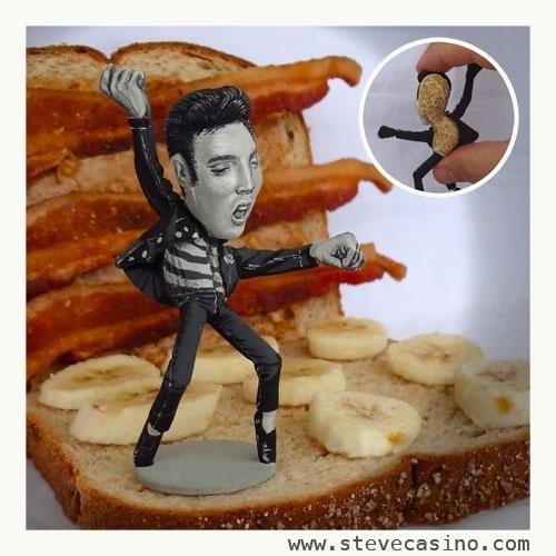 12.fev.2014 - Caricatura do cantor Elvis Presley feita em casca de amendoim, trabalho do artista norte-americano Steve Casino, conhecido como o