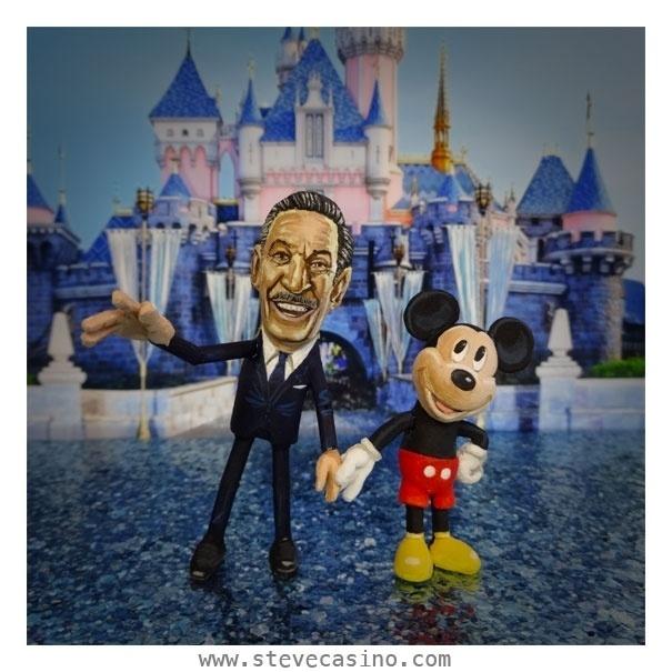 12.fev.2014 - Caricaturas do produtor de cinema e animador Walter Elias Disney (1901-1966) e a criação mais famosa, o rato Mickey Mouse, feitas em casca de amendoim, trabalho do artista norte-americano Steve Casino, conhecido como o
