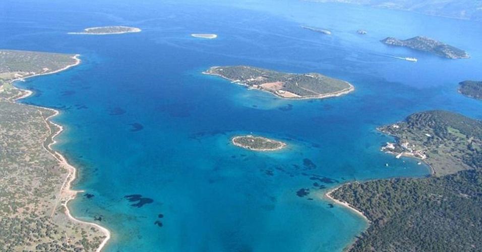 11.fev.2014 - A ilha grega, que fica em Khora, fica a apenas 30 minutos de barco de Atenas. O proprietário, que prefere ficar anônimo, garante que se trata de um paraíso na terra