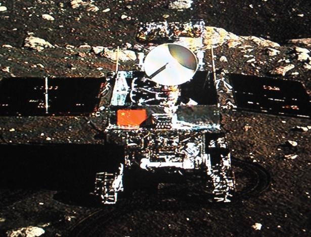 """O veículo chinês de exploração lunar Yutu (apelidado de """"Coelho de Jade"""")"""