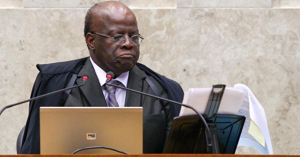 13.fev.2014 - O ministro Joaquim Barbosa, presidente do STF (Supremo Tribunal Federal), participa de sessão plenária em Brasília (DF)
