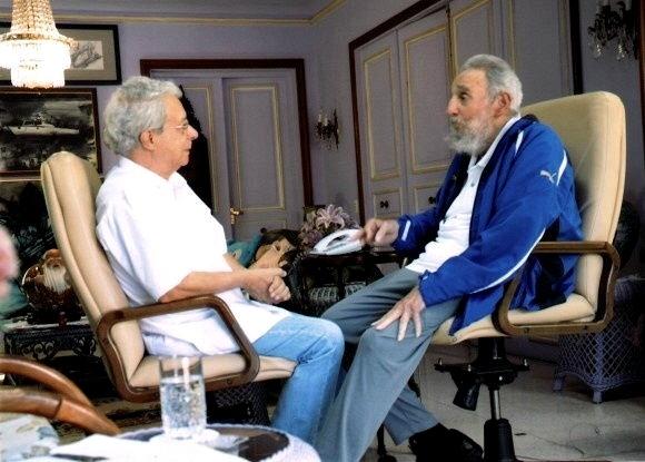 16.fev.2014 - O brasileiro Frei Betto se encontra com Fidel Castro, ex-presidente cubano, em Havana. Segundo a imprensa oficial, durante a reunião foram tratados temas como as manifestações juvenis que estão eclodindo por todo o mundo