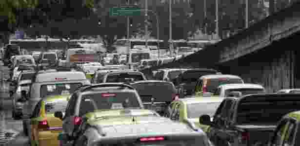 Trânsito congestionado na avenida Presidente Vargas, em frente à Prefeitura do Rio - Ale Silva/Futura Press/Futura Press/Estadão Conteúdo