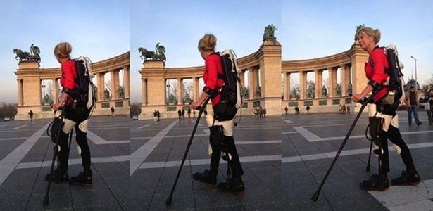 Mulher anda após 22 anos graças a exoesqueleto adaptado em impressoras 3D