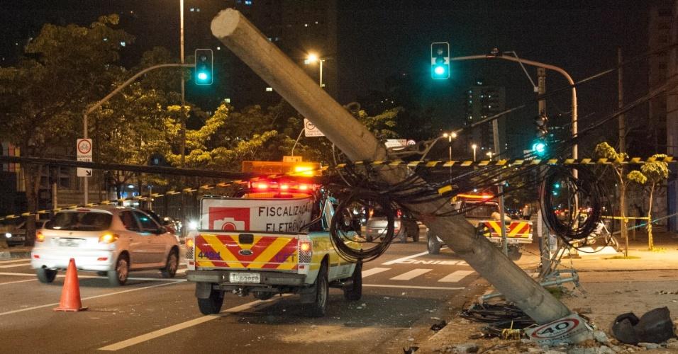 20.fev.2014 - Acidente na avenida Bernardino de Campos, no Bairro Ana Rosa, em São Paulo, congestionou a via e deixou reflexos no trânsito da avenida Paulista e Heitor Penteado