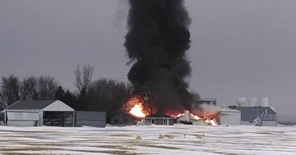20.fev.2014 - Uma cidade com cerca de dois mil habitantes, no estado rural americano de Iowa, nos EUA, foi evacuada nesta quinta-feira (20) em função do incêndio em uma fábrica de fertilizantes, que produziu emanações tóxicas, revelaram funcionários