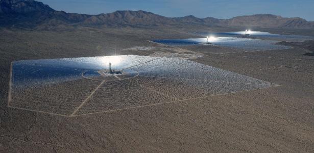 Usina solar no deserto de Mojave, na Califórnia