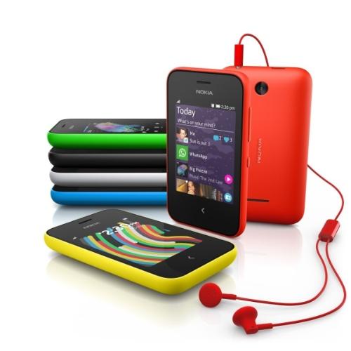 24.fev.2014 - O Asha 230 tem tela sensível ao toque de 2,8 polegadas, câmera de 1,3 megapixel, tocador digital, rádio FM e versão com dois chips. O modelo roda o restrito sistema operacional Asha 1.1.1, além dos aplicativos Facebook, Twitter, WhatsApp, Line, WeChat, ferramentas de e-mail e jogos em Java. Também conta com o navegador Nokia Xpress Browser. Ele pesa 89,3 gramas e será vendido por (45 euros; cerca de R$ 145). O aparelho faz parte da linha de telefones populares da Nokia com acesso à internet