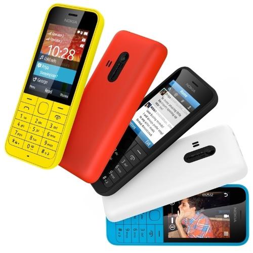 24.fev.2014 - O Nokia 220 tem tela de 2,4'', câmera de 2 megapixels, tocador digital, teclado e versão com dois chips. O aparelho oferece recursos muito básicos para conexão à internet: ele roda o sistema operacional ODM, oferece o navegador Nokia Xpress Browser e aplicativos sociais. A novidade será vendida por 29 euros (cerca de R$ 94). O aparelho faz parte da linha de telefones populares da Nokia com acesso à internet