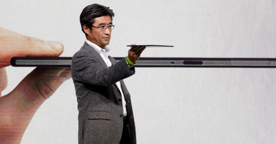 24.fev.2014 - O tablet Xperia Z2, da Sony vem equipado com tela de 10,1 polegadas, sistema operacional Android KitKat 4.4, 3 GB de memória RAM e processador quad-core de 2,3 GHz. O aparelho deve ser lançado em março, por preço ainda não divulgado