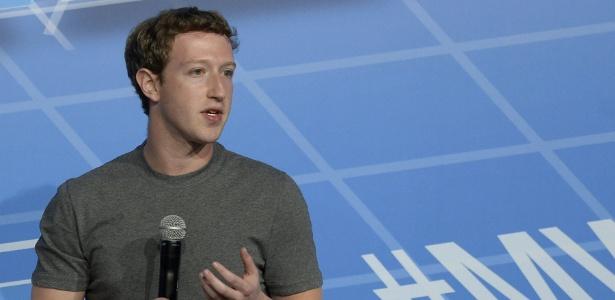 Mark Zuckerberg, criador e chefão do Facebook, está acostumado a se desculpar pelas falhas da rede social. - Lluis Gene/AFP
