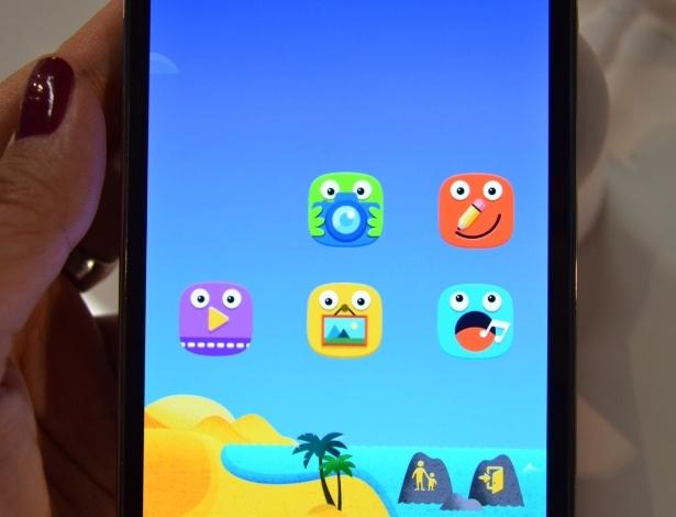 No detalhe, a função Kids Mode. Ela cria uma espécie de ambiente separado, com programas temáticos da própria Samsung. Há aplicativos de desenho, de vídeos e um que permite tirar fotos. As crianças só saem desse ambiente se descobrirem a senha de segurança de quatro dígitos dos pais