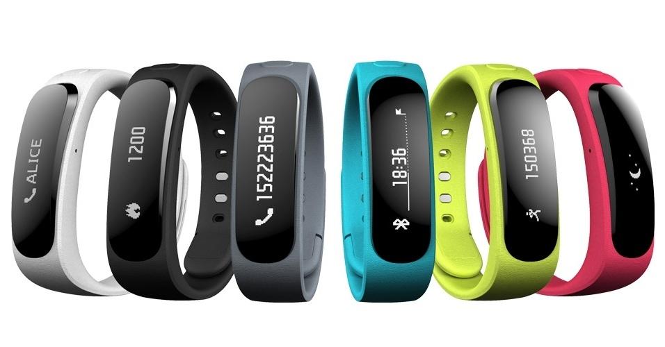 26.fev.2014 - Gadget Talkband B1, que será vendido pela Huawei por 99 euros (cerca de R$ 318). Além de funcionar como pulseira inteligente, que monitora dados da saúde do usuário, uma parte destacável (preta) vira fone de ouvido Bluetooth