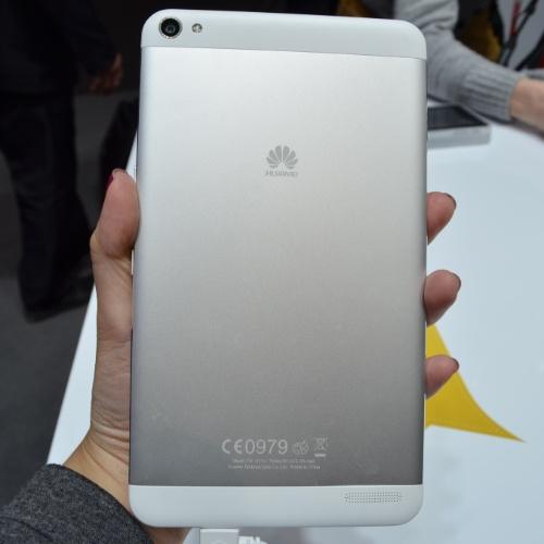 26.fev.2014 - Nos testes, o MediaPad X1 (Huawei) se destacou primeiro pelo visual parecido com o do iPad mini. Ele é fininho (tem apenas 7,18 mm de espessura,  ante 7,5 mm da Apple) e na parte traseira tem acabamento em alumínio