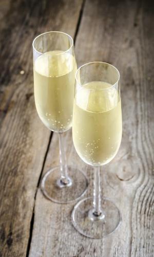 As borbulhas do espumante são formadas pelo gás carbônico produzido durante a fermentação na garrafa. Quanto menores as bolhinhas, melhor é o vinho, de acordo com os especialistas