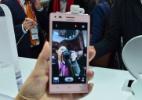Câmeras para selfies ganham mais resolução em nova geração de smartphones - Ana Ikeda/UOL