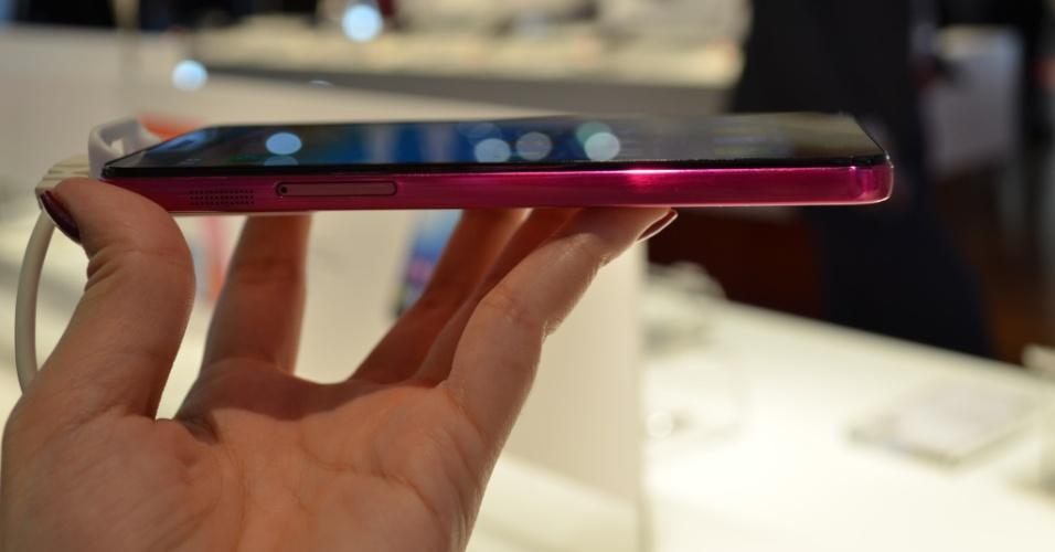 Outro aparelho da Lenovo com câmera frontal de é o S850. O aparelho tem tela de 5 polegadas (1.280 x 720 pixels), pesa 140 gramas e tem 8,2 mm de espessura. É maior que o ''colega'' Vibe X, do mesmo fabricante, mas não houve dificuldade em segurá-lo durante a captura do selfie com sua câmera frontal de 5 megapixels
