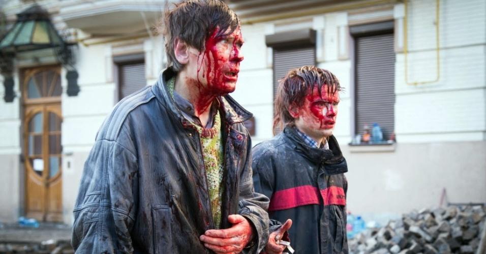19.fev.2014 - Manifestantes feridos após confronto com a polícia ucraniana em Kiev. Na terça-feira (18), o dia mais violento de protestos contra o governo, 25 pessoas morreram, e ao menos 240 ficaram feridos