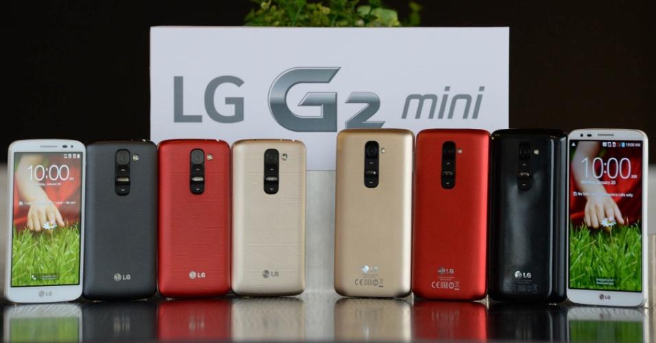 27.fev.2014 -  A LG anunciou no evento o G2 mini. Apesar do nome, ele tem tela de 4,7 polegadas. O aparelho conta com processador quad-core de 1,2 GHz ou 1,7 GHz, memória RAM de 1 GB, câmeras traseiras de 8 megapixels ou 13 megapixels, sistema operacional Android 4.4 (Kit Kat) e bateria de 2.440 mAh.   Preço e data de lançamento não foram anunciados