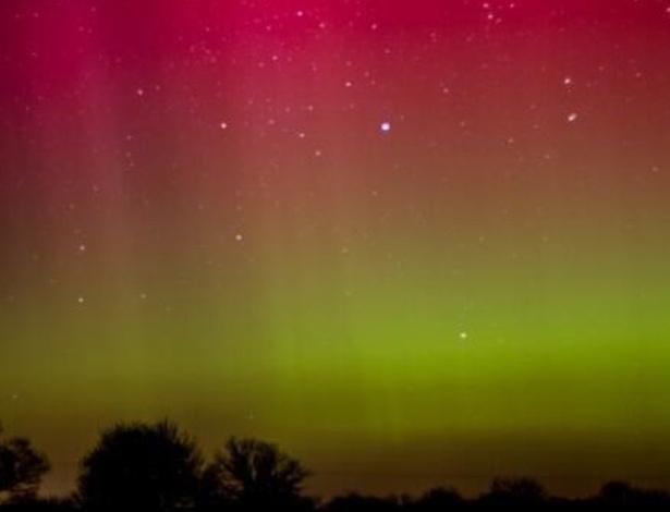 Auroras boreais dão 'espetáculo' nos céus da Grã-Bretanha