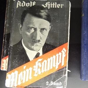 """O livro """"Mein Kampf"""" (Minha Luta, em alemão), de Adolf Hitler"""