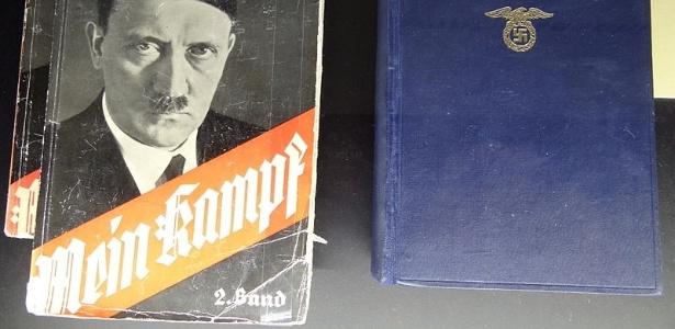 """Livro """"Mein Kampf"""" (""""Minha Luta"""", em alemão), do alemão Adolf Hitler"""