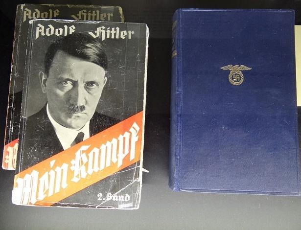 """Livro """"Mein Kampf"""" (""""Minha Luta"""", em alemão), escrito por Adolf Hitler"""
