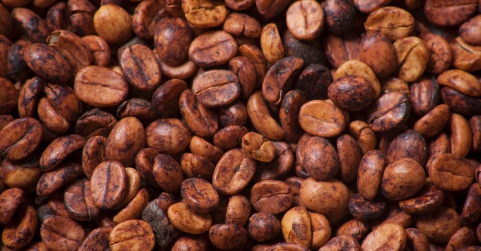 grãso de café torradas na empresa O'Coffee, em Pedregulho (SP)