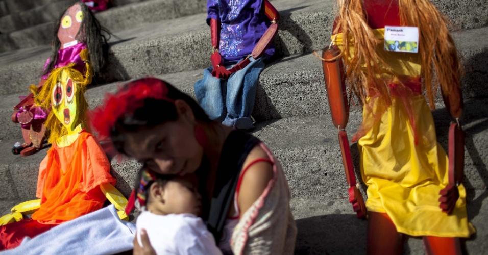 8.mar.2014 - Imagem com parte de uma exposição de figuras artísticas de mulheres em celebração ao Dia Internacional da Mulher, Cidade da Guatemala