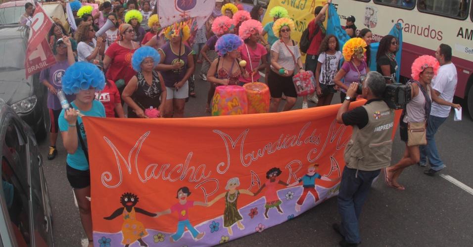 8.mar.2014 - Manifestantes participam da Marcha Contra Violência à Mulher, marcando o Dia Internacional da Mulher pelas ruas da cidade de Belém, no Pará