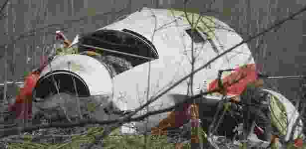 Um Tupolev 154 caiu perto do aeroporto russo de Smolensk no dia 10 de abril de 2010, matando todas as 96 pessoas a bordo. O avião levava o presidente da Polônia, Lech Kaczynski, a primeira-dama, Maria Kaczynski, e diversas autoridades do governo - Sergei Chirikov/Efe