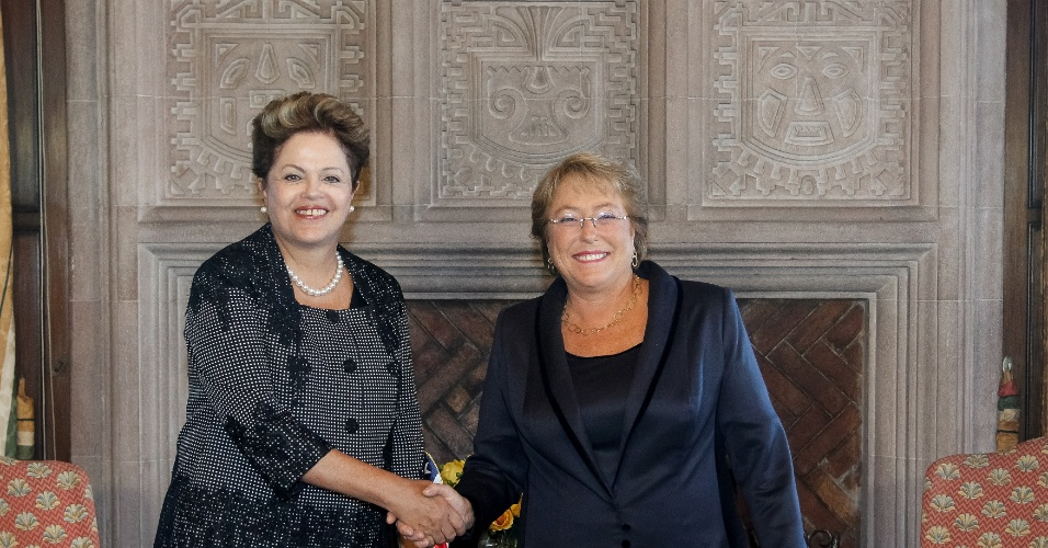11.mar.2014 - Em visita oficial ao Chile, a presidente Dilma Rousseff teve encontro com a presidente chilena, Michelle Bachelet, em Viña del Mar